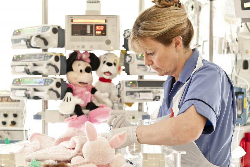 A critical care nurse caring for a patient in ICU